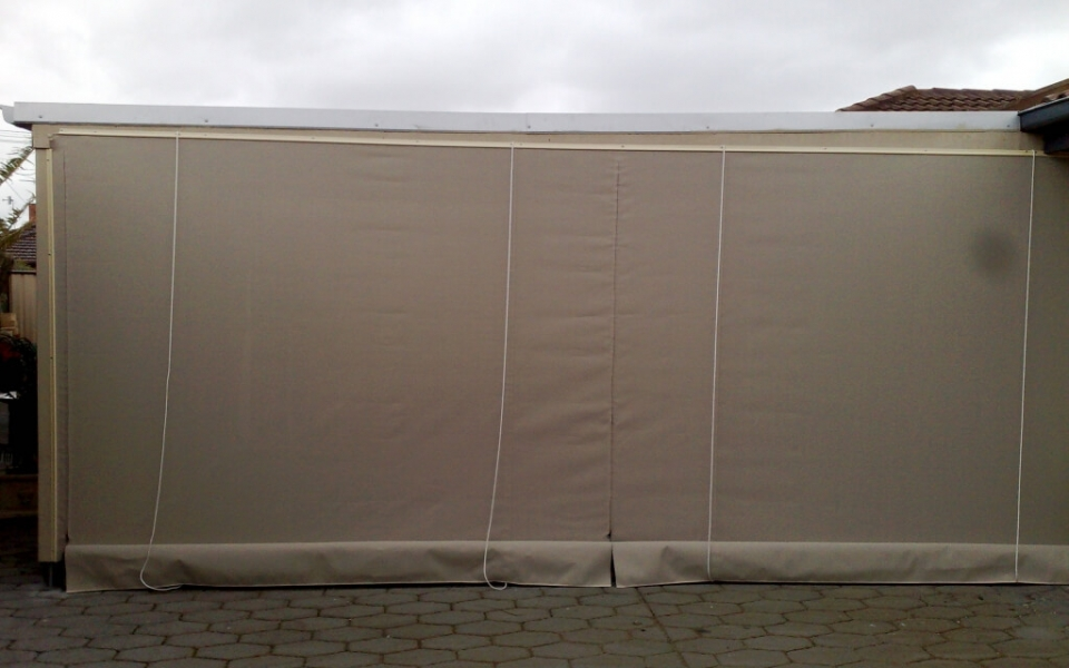 PATIO BLIND WITH ZIPS