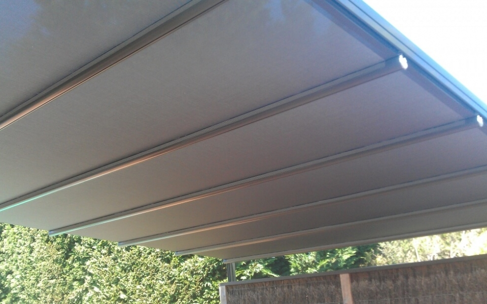 PACCHETTO RETRACTING ROOF WITH VISTAWEAVE